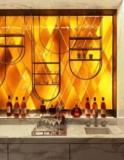 Page d'accueil, Création de vitraux pour le designer Tristan Auer, destinés à l'architecture intérieure d'un hôtel parisien en 2017., photographie : © Tristan Auer
