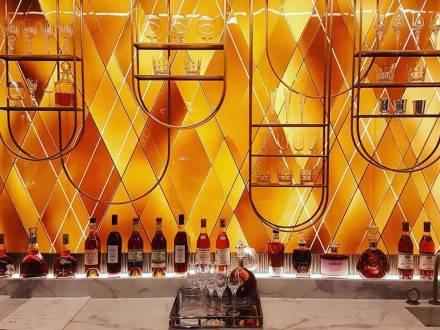 Original secular stained glass, Création de vitraux pour le designer Tristan Auer, destinés à l'architecture intérieure d'un hôtel parisien en 2017., photographie : © Tristan Auer
