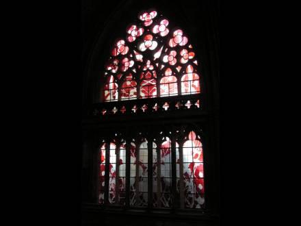 Religious stained glass, Vitrail réalisé dans la partie basse de la nef de la cathédrale de Nevers en 2011, par François Rouan. Réalisation de l'Atelier Simon-Marq, photographie : © Atelier Simon-Marq, © Adagp, Paris, 2021