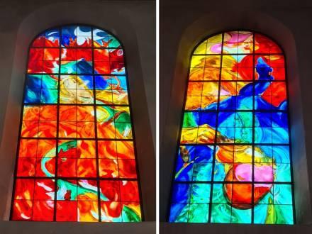 Religious stained glass, L'artiste Catherine Roch de Hillerin et l'Atelier Simon-Marq ont été choisis par l'association des amis du patrimoine religieux givetois pour doter l'Église Saint-Hilaire de Givet, dans les Ardennes, de dix-huit nouveaux vitraux., photographie : © Atelier Simon-Marq