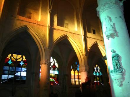 Religious stained glass, Vue des vitraux réalisés par David Tremlett en 2003 par l'Atelier Simon-Marq pour l'église classée Saint-Pierre-Saint-Paul de Villenaux-la-Grande., photographie : © Atelier Simon-Marq © Adagp, Paris, 2021